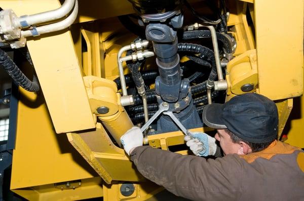 Instandhaltung einer Baumaschine