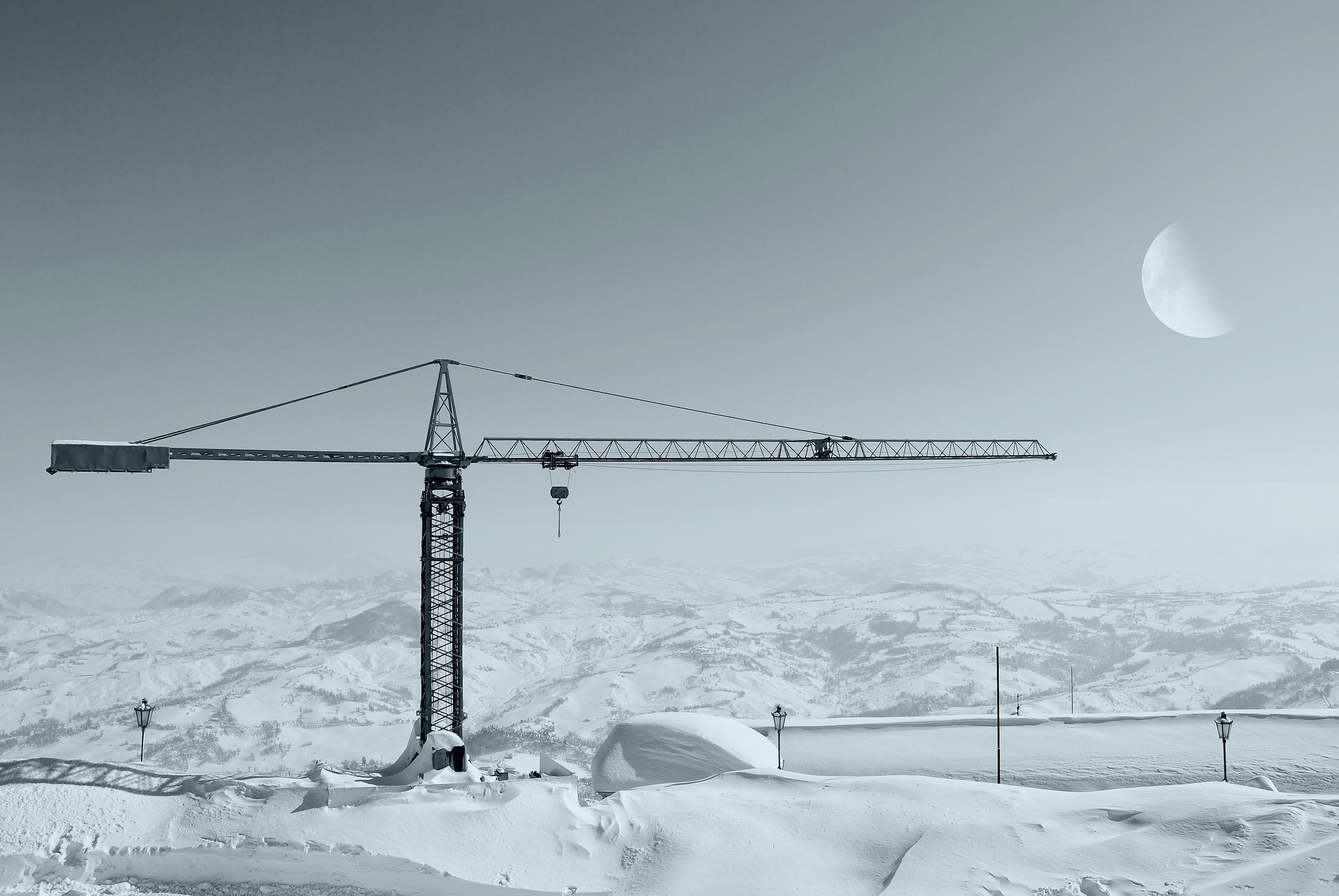 Kran im Winter auf einer Baustelle