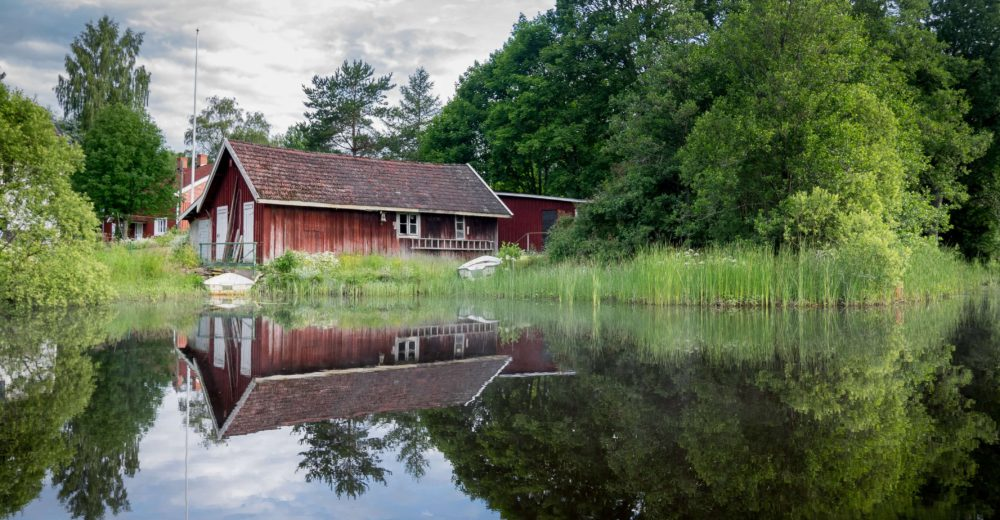 pond-red-house-sm.jpeg